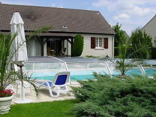 Abri de piscine OCEANIC conserve l'eau de votre piscine plus propre et plus chaude