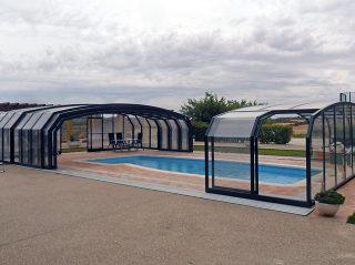 Abri haut de piscine modele OCEANIC - semi ouvert