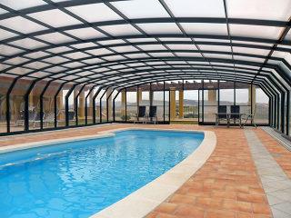 Abri de piscine spatieux OCEANIC offre suffisamment d'espace autour de la piscine