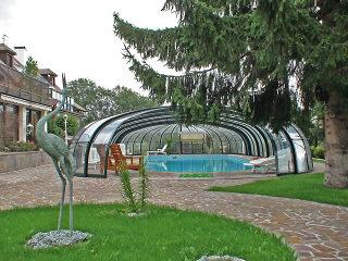Abri de piscine rétractable OLYMPIC vous permet d'utiliser votre piscine toute l'année