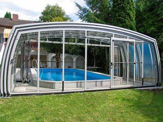 Abri de piscine avec face avant proche de la maison - Autriche