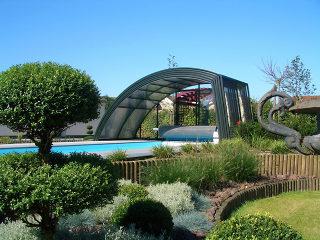 Abri haut et spacieux pour piscine modèle RAVENA