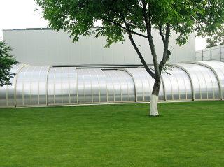 Grand Abri de piscine STYLEavec cadres en aluminium argenté