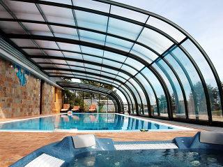 Abri pour piscine enterrée modèle  STYLE avec entrée en façade
