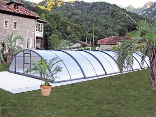 Abri de piscine UNIVERSE  avec parois transparentes en polycarbonate