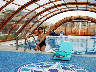 Abri de piscine rétractable UNIVERSE