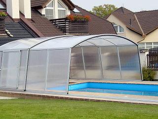Abri de piscine VENEZIA peut être installé sur tous les types de piscine