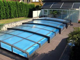 Abri de piscine rétractable VIVA par Alukov