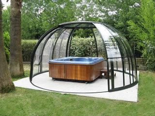 L'abri rétractable ORLANDO peut aussi protéger de petites piscines