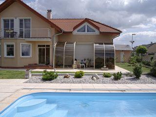 Améliorez le look de votre jardin avec un abri de terrasse télescopique CORSO ENTRY