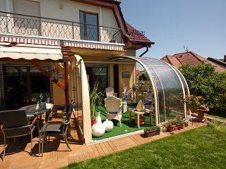 Découvrez labri de terrasse CORSO ENTRY avec jacuzzi