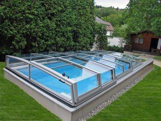 Labri de piscine Corona est disponible dans toutes les tailles