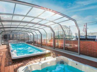 Labri de piscine OCEANIC HIGH convient parfaitement à la piscine publique