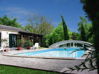 L'abri de piscine ouverte IMPERIA à finition blanche