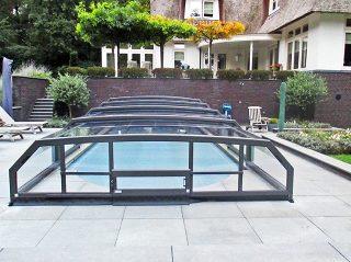 L'abri de piscine Riviera avec portes coulissantes à flux dair