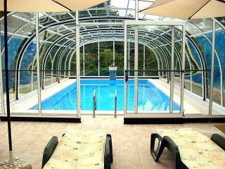 L'abri de piscine télescopique LAGUNA NEO en couleur blanche