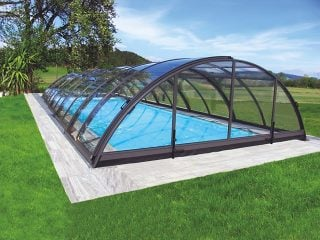 L'abri de piscine télescopique UNIVERSE à finition anthracite