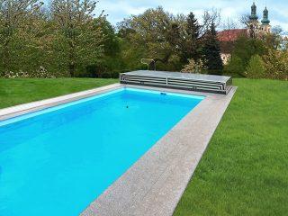 L'abri de piscine Terra entièrement rétracté
