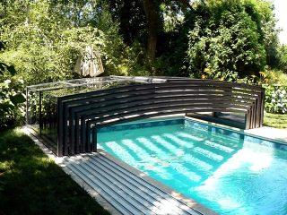 L'abri piscine Viva entièrement rétracté