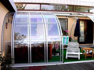 Abri de terrasse CORSO Entry fabriqué par Alukov