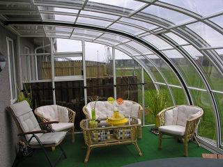 Patio CORSO Entry s'intègre harmonieusement à votre jardin