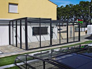 L'abri pour patio CORSO GLASS - un jardin d'hiver spacieux pour votre détente