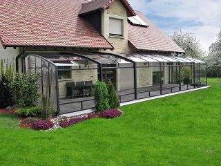 Le patio rétractable CORSO par Alukov - avec cadres foncés anthracite