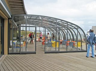 L'abri pour patio CORSO Horeca - solution rétractable pour votre société