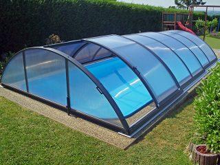 AZURE kupola za bazene u antracit boji, s otvorenim bočnim ulazom
