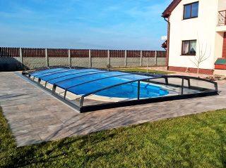 AZURE Angle bazenski krov dolazi s lijepo prozirnim pločama izrađenim od bistrog kompaktnog polikarbonata