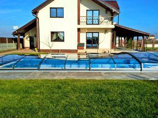 Modeli bazenskog krova male visine kao što je AZURE Angle ne zaklanjaju pogled iz kuće