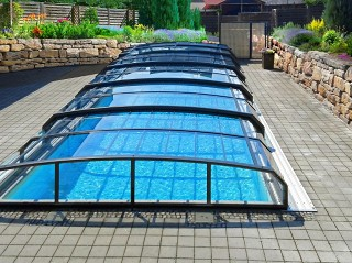 Front view on swimming pool enclosure Oceanic low