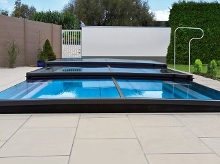 Front view on swimming pool enclosure Terra
