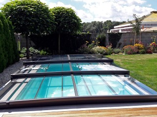 Front view on the pool enclosure Terra