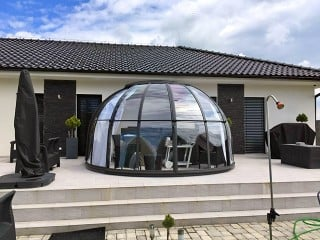 Hot tub enclosure Oasis with anthracite finish goes well with modern house