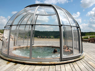 Hot tub enclosure SPA DOME ORLANDO® is retractable enclosure by Alukov
