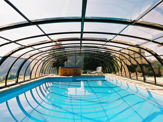 Retractable swimming pool cover UNIVERSE - green