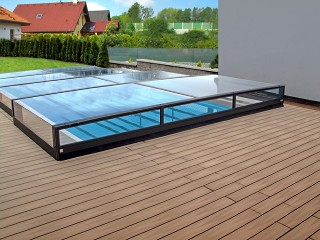 The lowest pool enclosure Terra goes very well with wooden floor