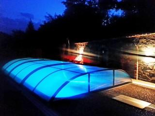 AZURE Flat medencefedés által medencéjét fedett állapotban is használhatja