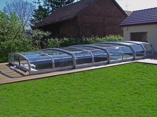 eltolható Riviera medencefedés által tavasszal és ősszel is használhatja a medencét