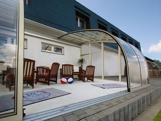 Innovatív télikert ötlet - CORSO Entry eltolható teraszfedés