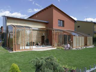 CORSO eltolható teraszfedés lesz a második nappalija famintázatú profilokkal