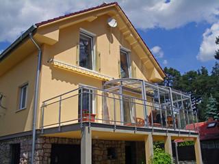 Innovatív télikert - CORSO teraszfedés az emeleti teraszon tökéletesen passzol házához