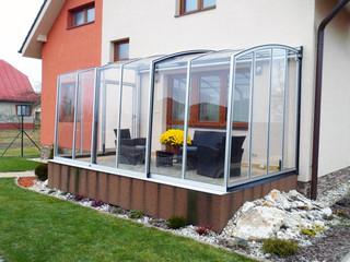 eltolható CORSO teraszfedés mobil télikert ezüst vázzal a ház és kert szerves része