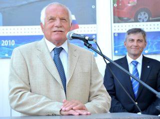 Václáv Klaus beszéde a medencefedés gyártó üzem megnyitóján