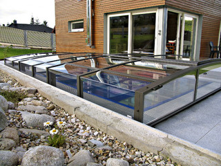 VIVA alacsony típusú medencefedés növeli a medence vízhőmérsékletét
