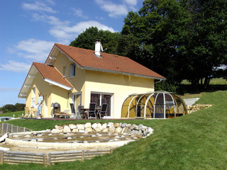 copertura per la vasca idro addossata alla parete della casa