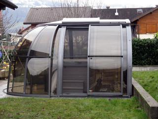 copertura mini piscina addossata alla parete della casa