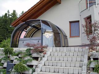 copertura addossata al muro della casa per una zona relax