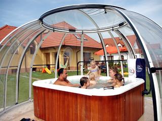 copertura piscina Orlando  in colore antracite e policarbonato trasparente